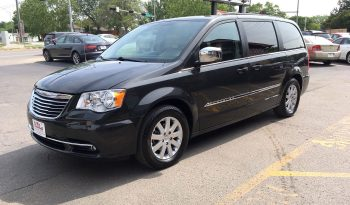 2011 Chrysler Town and Country full